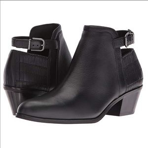 Via spiga caryn ankle leather booties 8